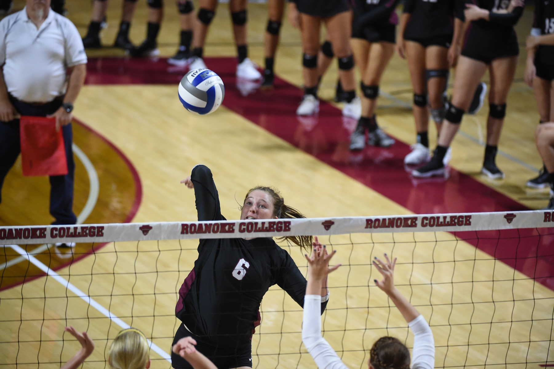 Washington and Lee knocked off Roanoke 3-0 Tuesday night in ODAC volleyball.