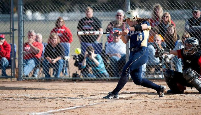 Blugolds Take Two From Pioneers at Home