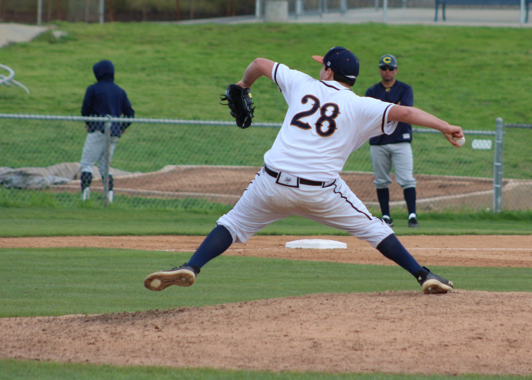 Juan De La Torre steps into his pitching motion. Image: Richard Miranda, II