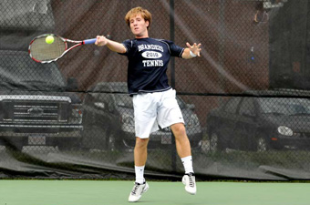 Men's tennis drops 6-3 decision to No. 12 Amherst