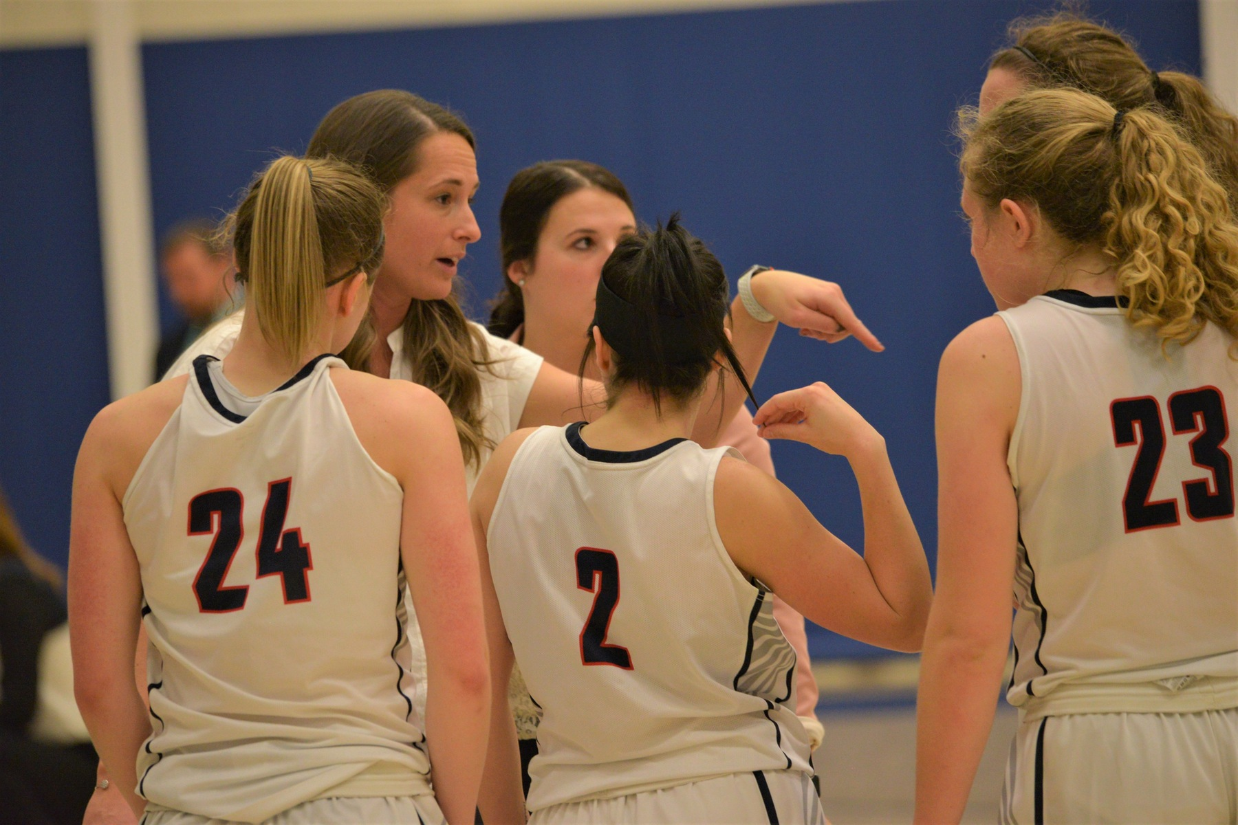 Lions Fall to Wittenberg in Behrend Tip-Off Tournament