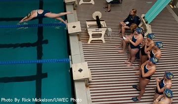 Women's Swimming & Diving Sinks Whitewater