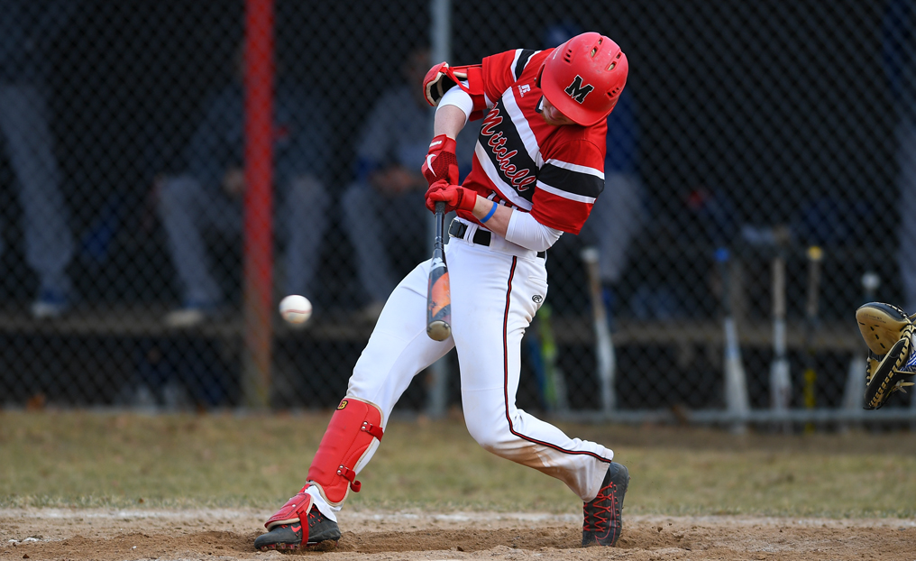 Baseball Holds Off Lesley to Secure Sweep