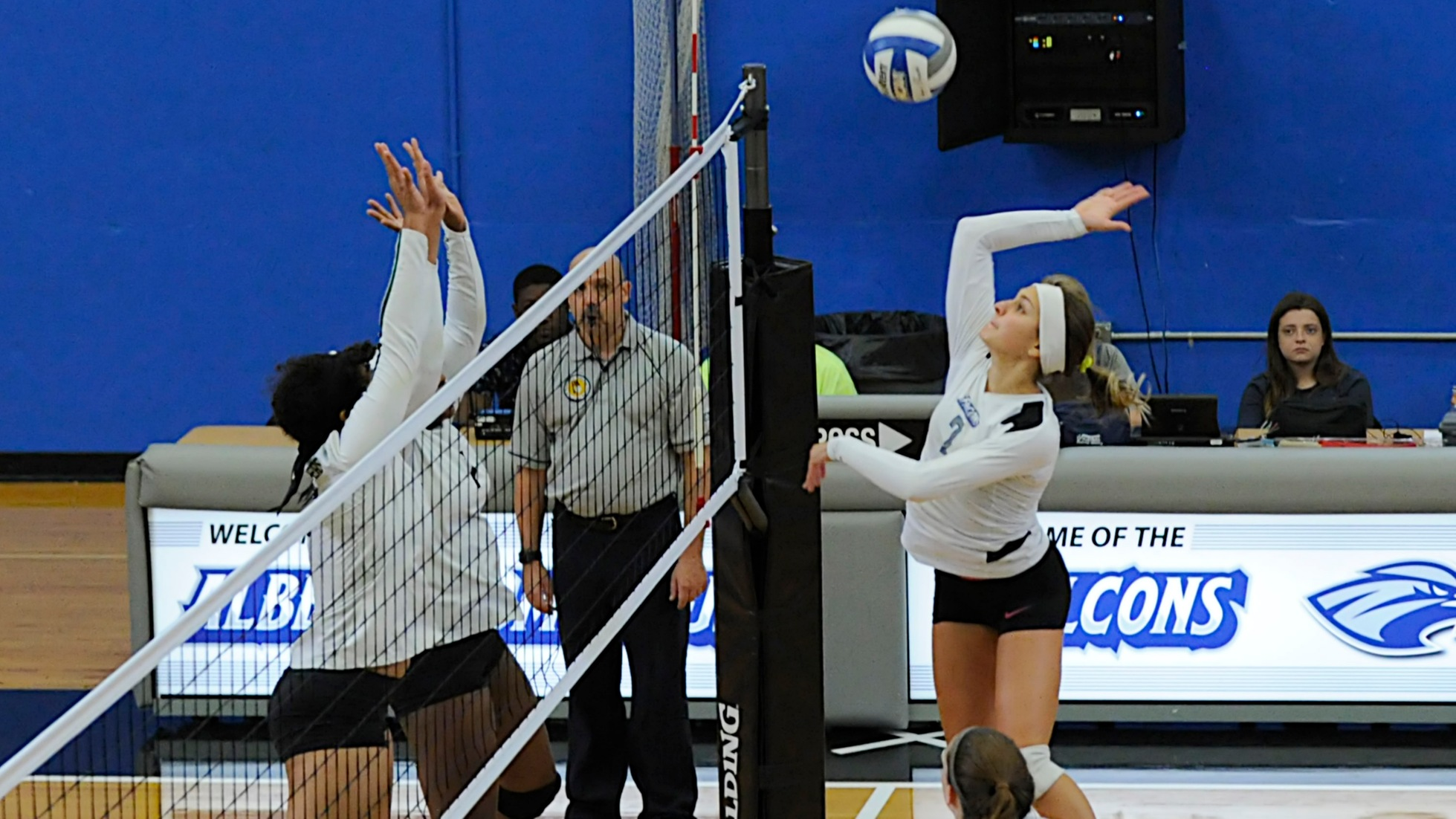 Women's Volleyball Completes Comeback to Defeat Mitchell in Five Sets