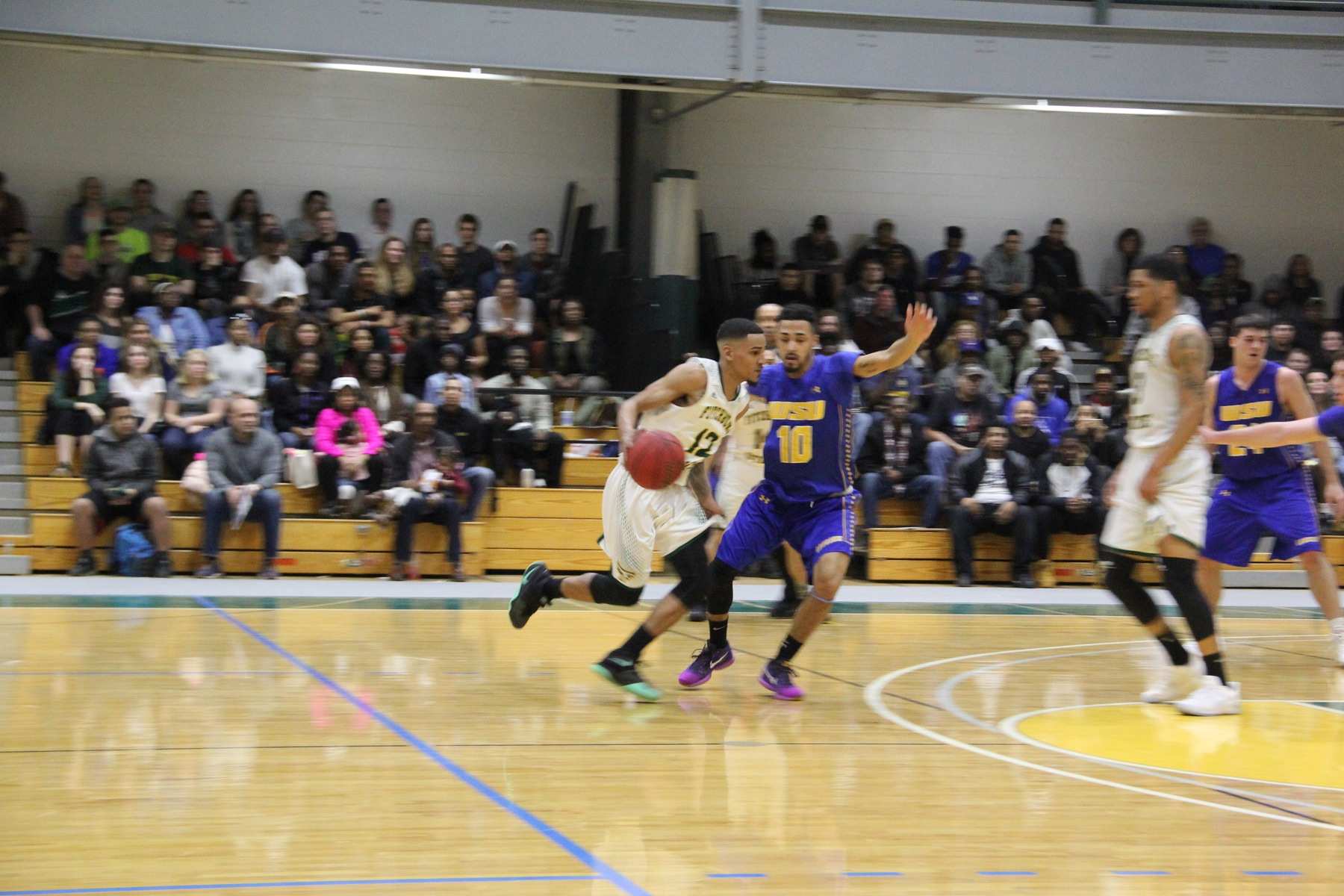 Fitchburg State Clipped By Worcester State, 71-68