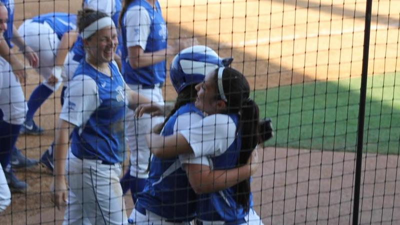 Softball Advances to Game 5 vs. LSU