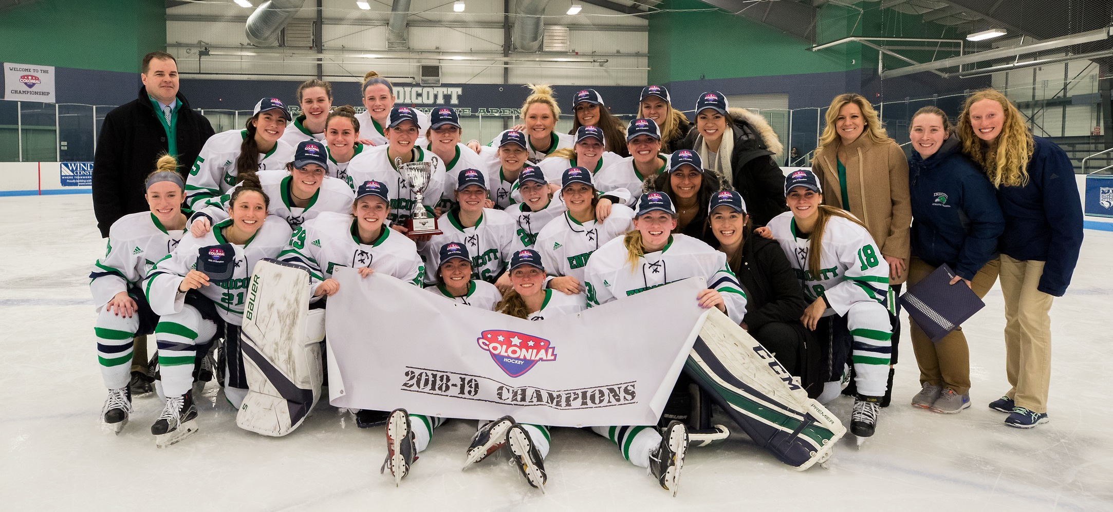 The Endicott women's ice hockey team with the CHC Championship banner.