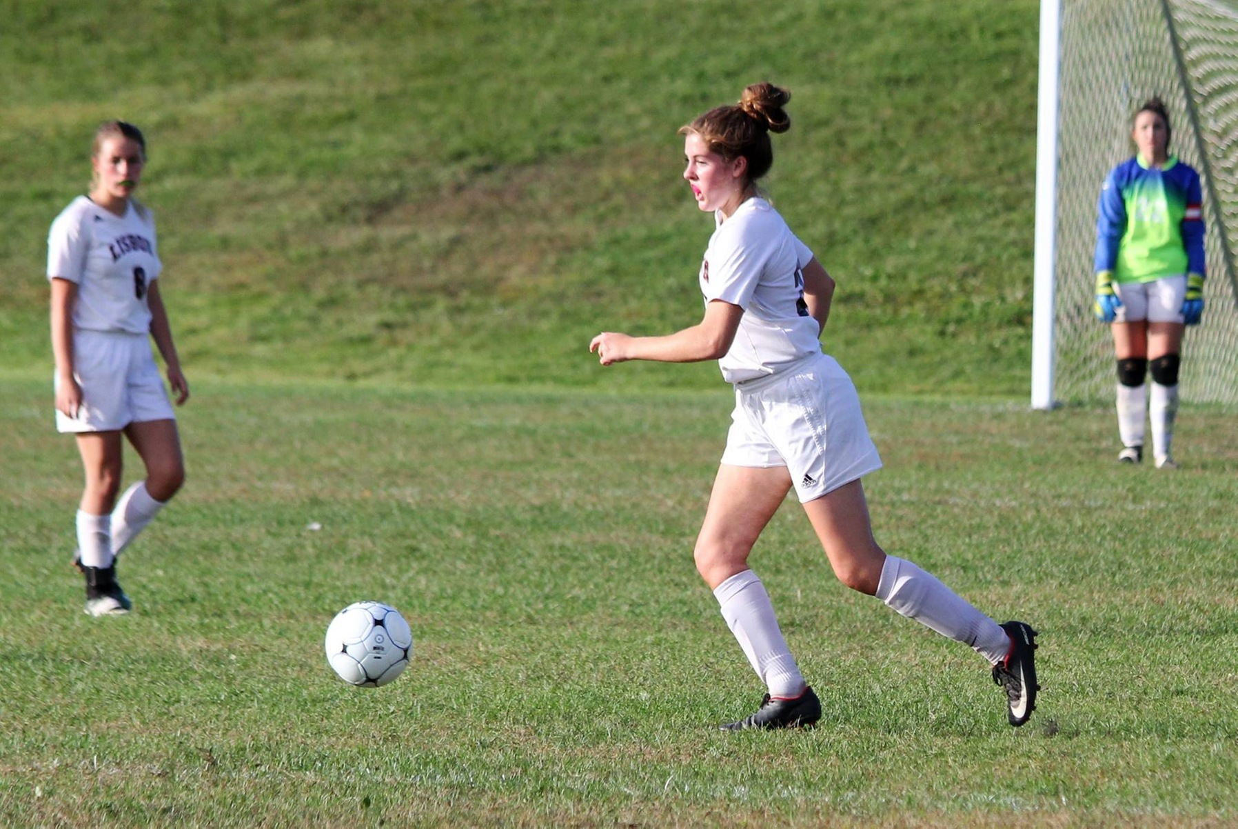 Women's Soccer lands Lisbon's Fisher