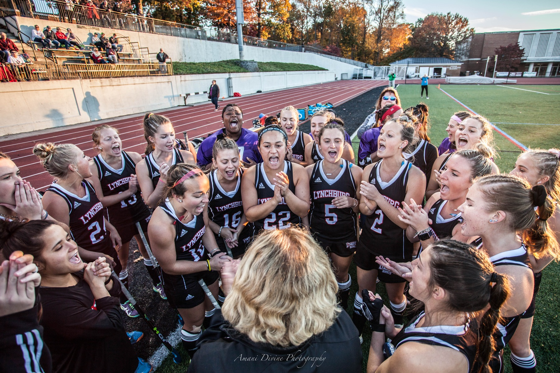 Field hockey team chants before a game on Shellenberger