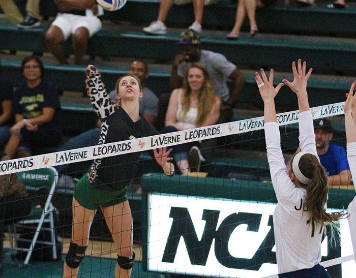 No. 18 Volleyball rallies to beat Simpson