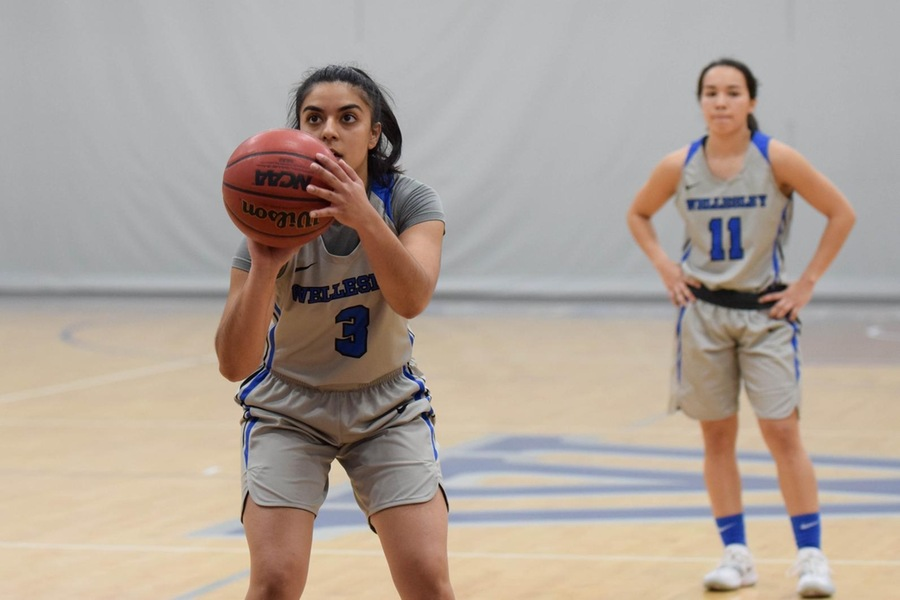 Senior Zojajha Ayub had five points and three steals for the Blue (Julia Monaco).