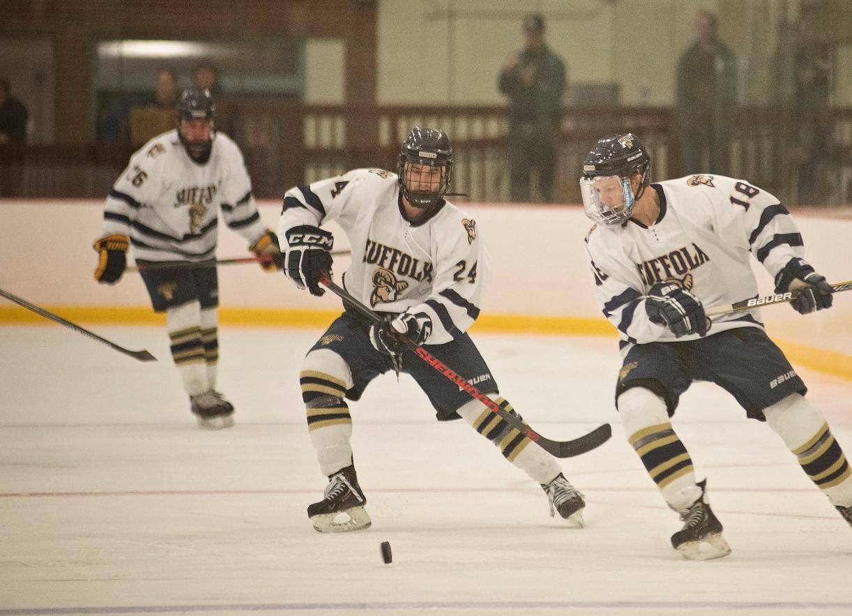 Men's Hockey Falters to UMass Dartmouth, 5-4, at Manchester PAL/Stovepipe Tournament