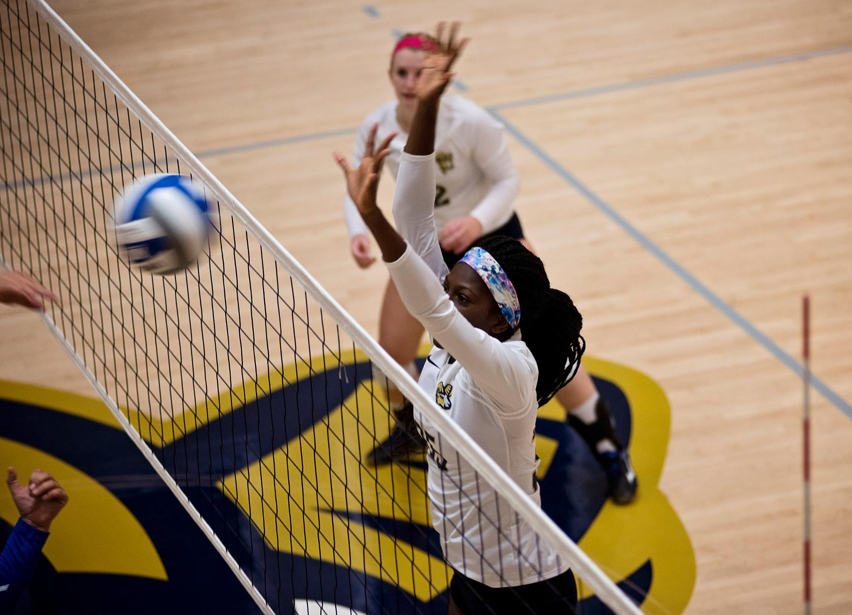 Saint Joseph's Ends Volleyball's Win Streak in Four