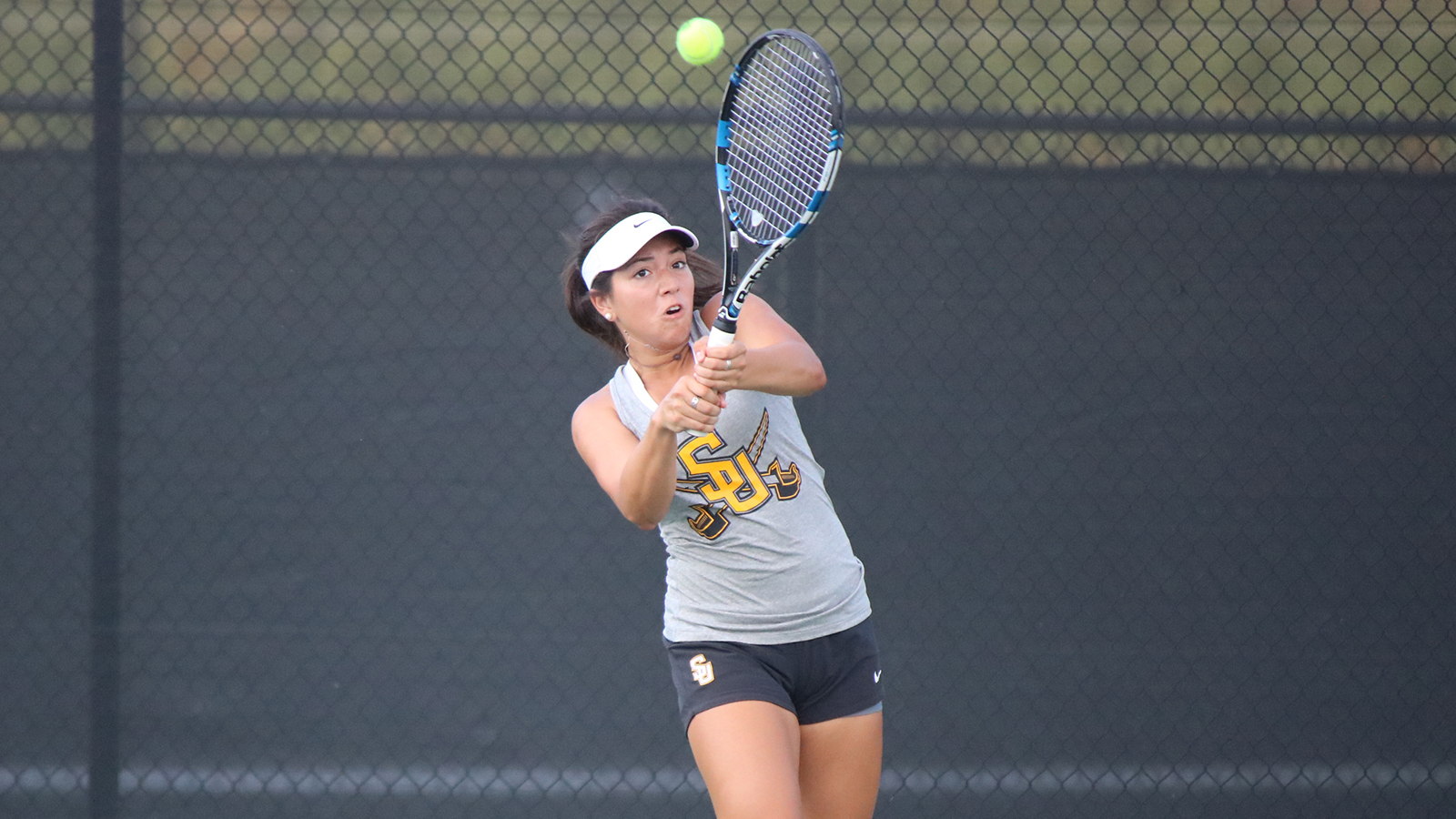 Women's tennis routs UMHB