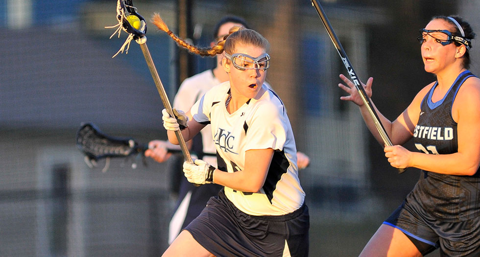 Lacrosse Holds Off UNE for Thrilling 16-15 Victory
