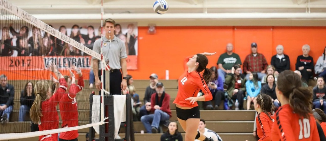 Shelby Suseland playing volleyball.