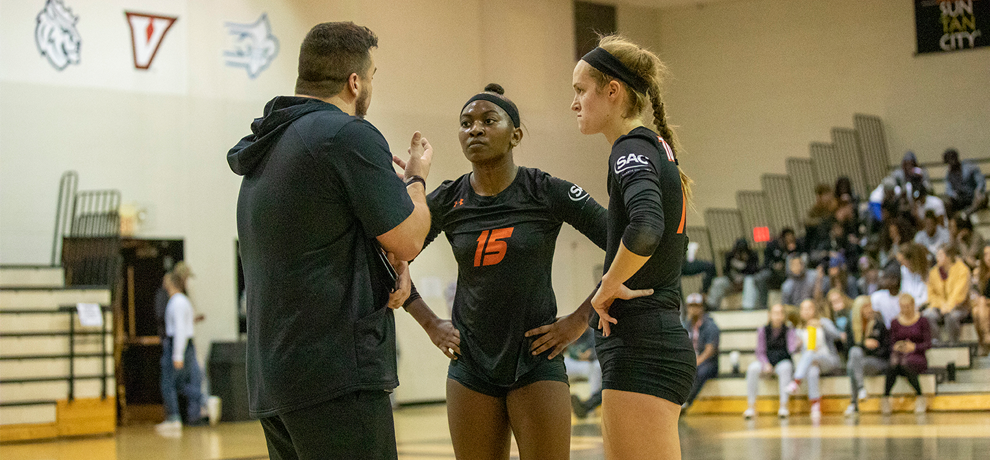 Women's Volleyball Treks to the Carolinas
