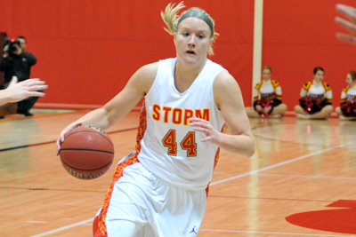 Simpson holds off Coe comeback attempt, wins 70-62