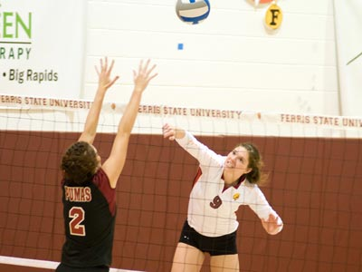 Senior Sarah Lark contributed 10 kills and a team-best .444 hitting percentage in the Bulldog victory.