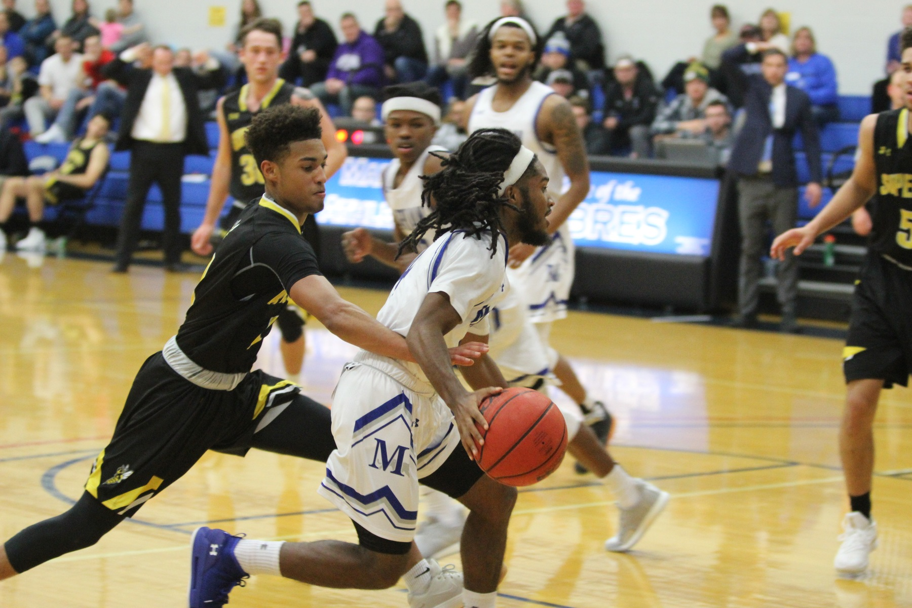 Tyrese Pinson drives past a defender.