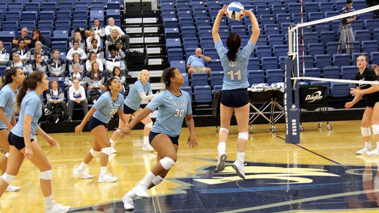 Triton Volleyball opens with a top 20 win
