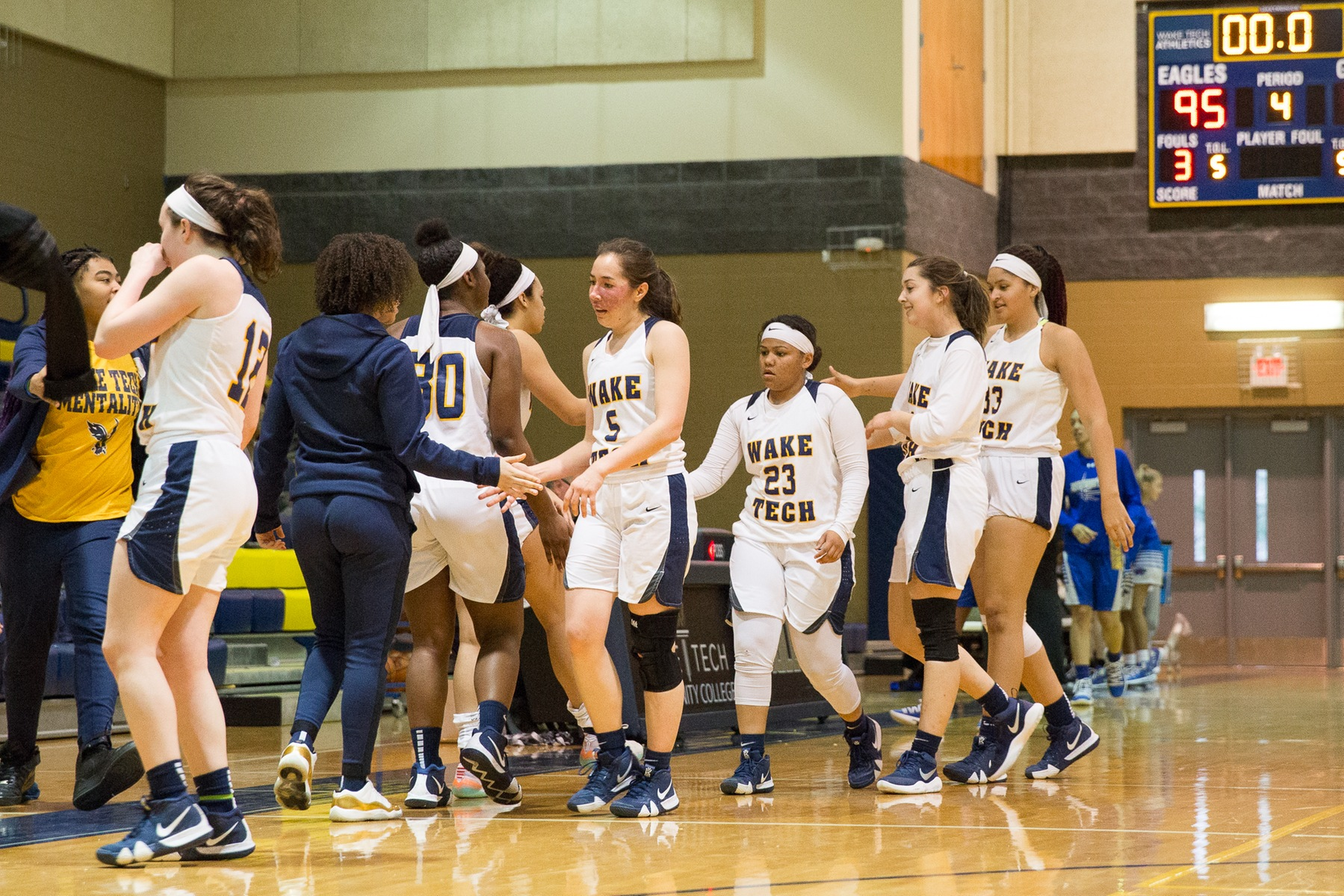 WBB: Eagles Cruise to Victory