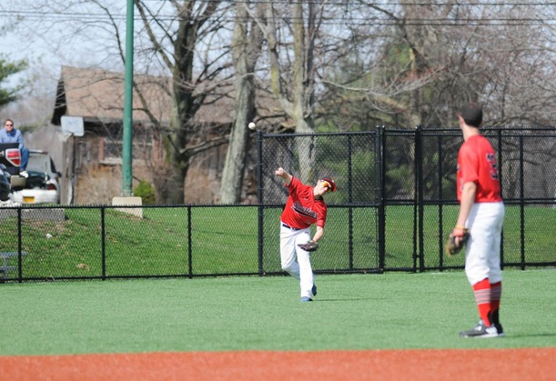 Baseball Wins First Conference Game in Split with Hawks