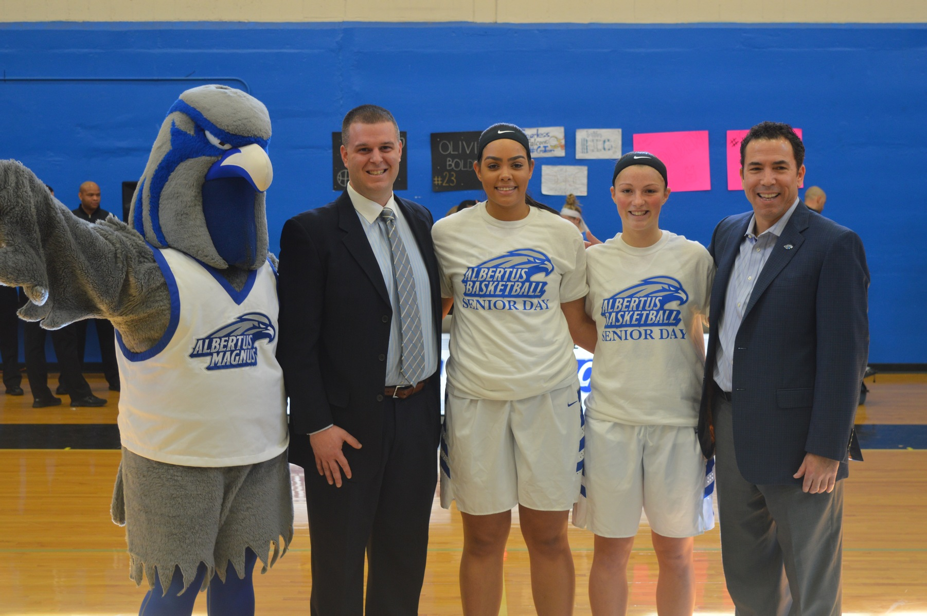 Women's Basketball Defeats Simmons on Senior Day