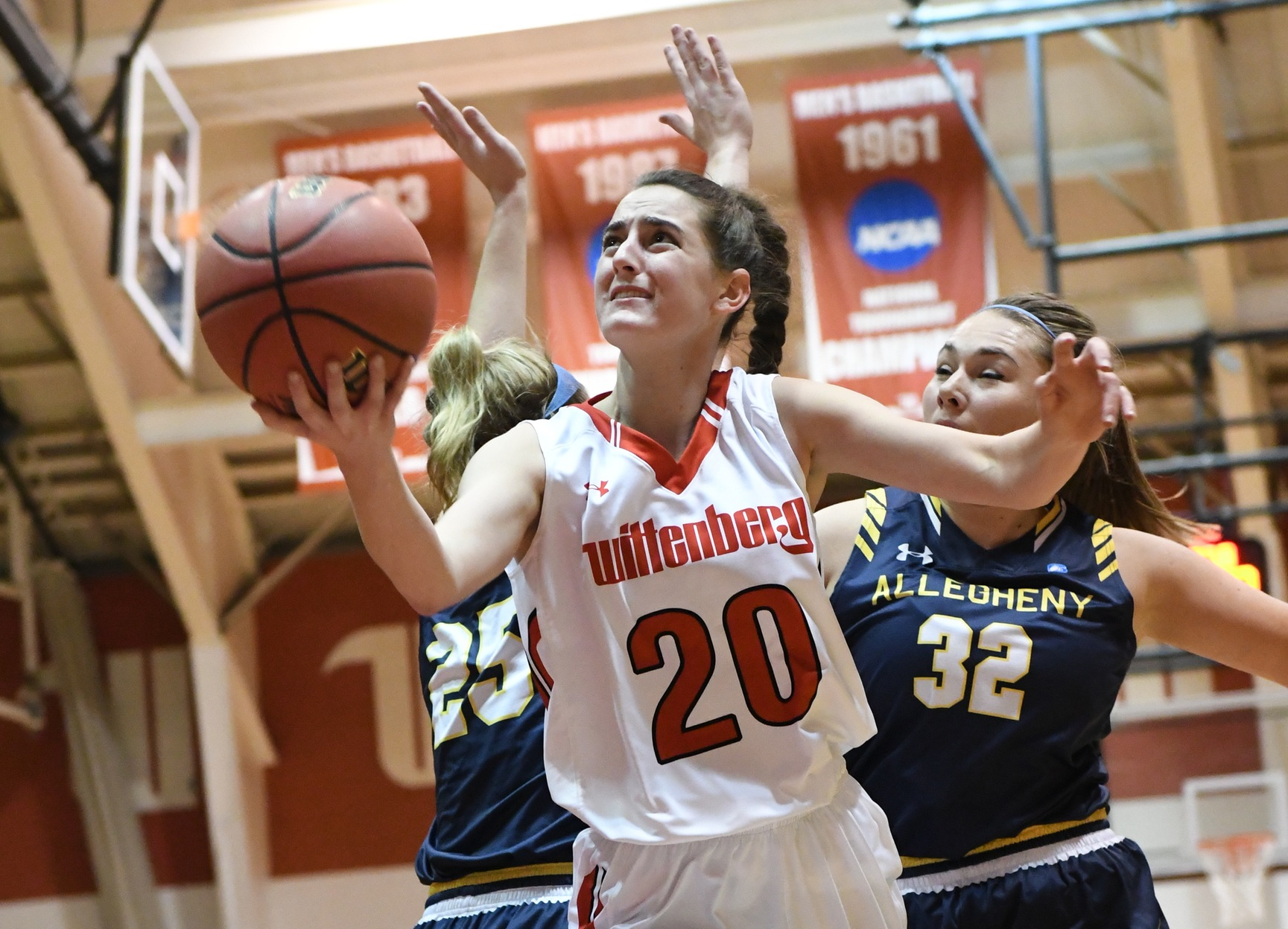Women's Basketball Hangs Tough With DePauw