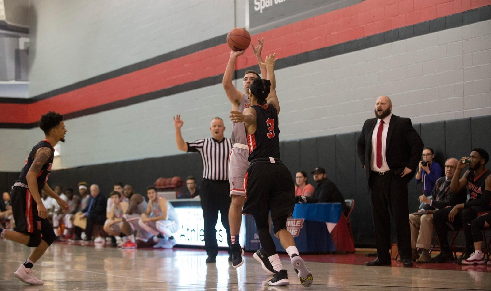 Men's Basketball Defeated by Hilbert in Buffalo Cup Game