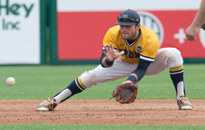 #10/11 Emory Baseball Drop Series Opener at WashU
