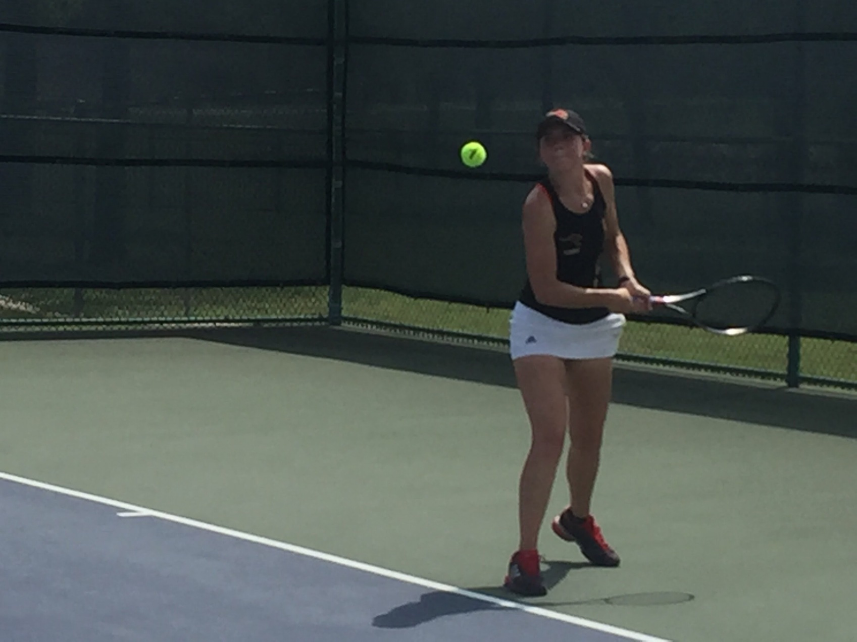 Women's Tennis Cruises 9-0 Over UMHB