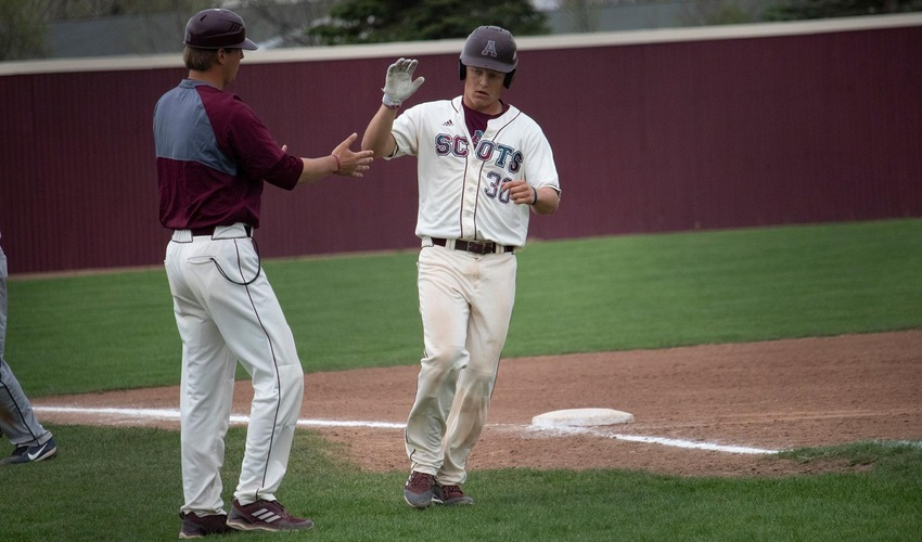 Baseball out-duels Hope in first round of MIAA Tournament