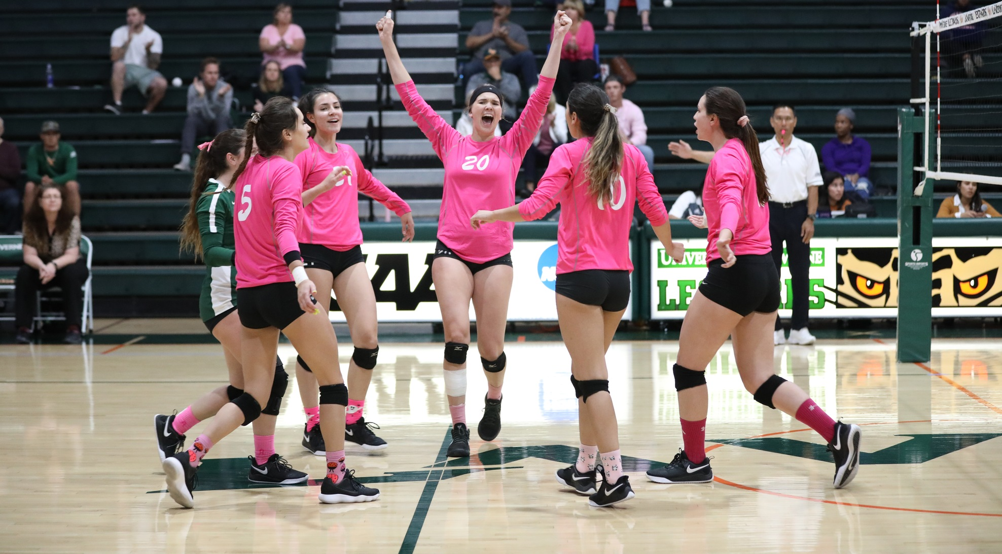 Volleyball sweeps Redlands