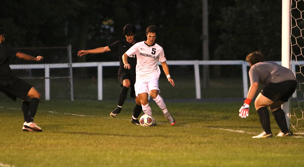 Men's soccer drops match against Fontbonne on early penalty kick