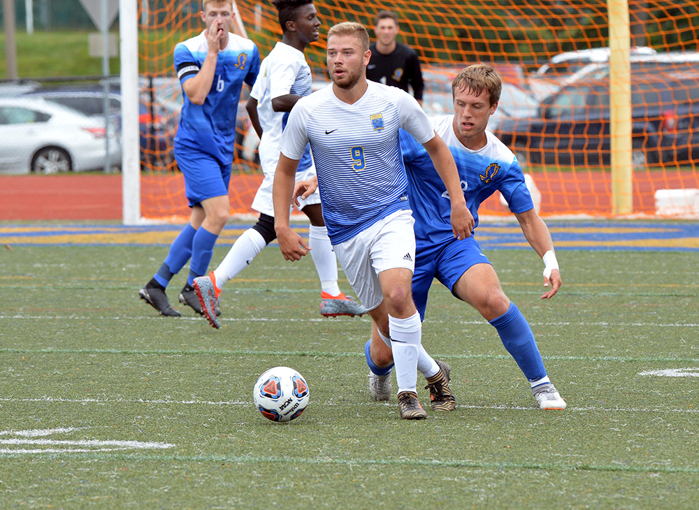 Men's Soccer Advances to Semis in PK's