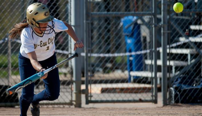 Softball Sweeps UW-Stout in Home Doubleheader