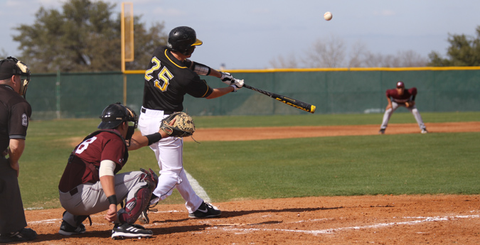 Pirates Suffer Doubleheader Losses to Trinity
