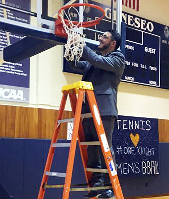 Mike Moskowitz cutting down the net