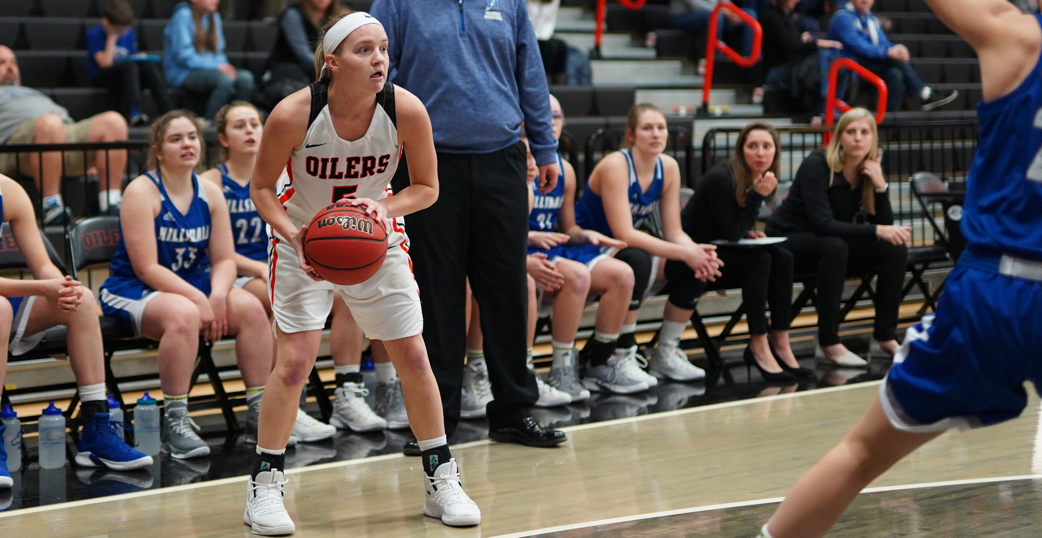 Oilers Hold Off Hillsdale | Win 69-64