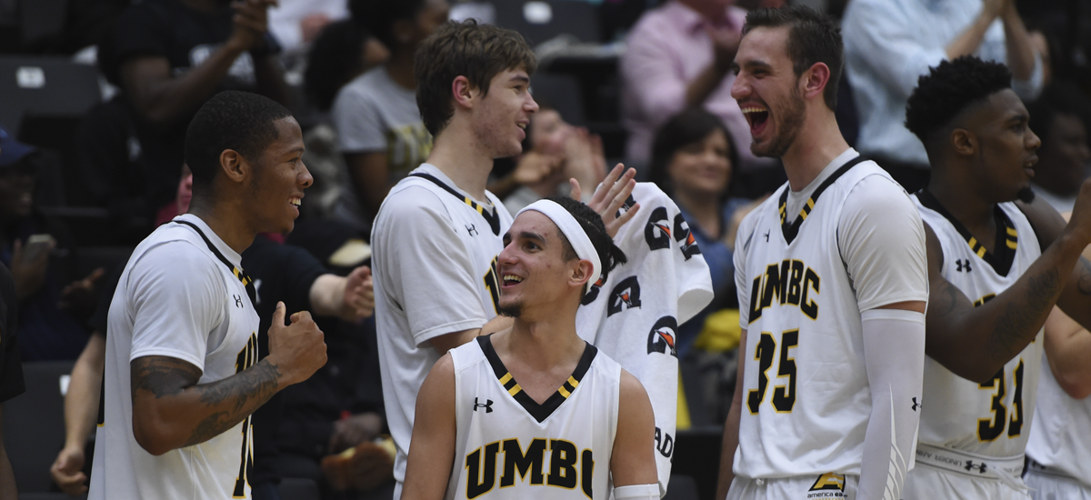 Men's Basketball Moves to 5-1 With 81-72 Victory at Duquesne
