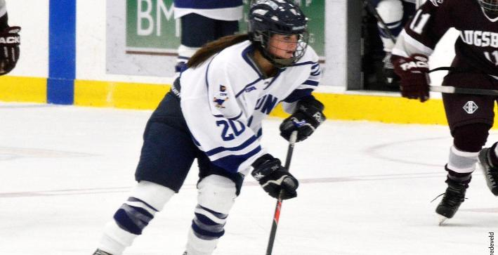 Women's Hockey holds on for NCHA win over St. Norbert