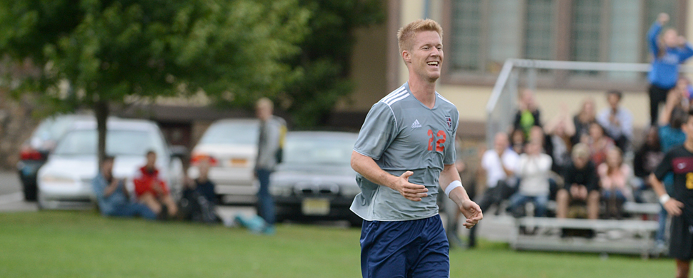 Reissig's Lone Goal Not Enough as Men's Soccer Fall to Visiting Bears