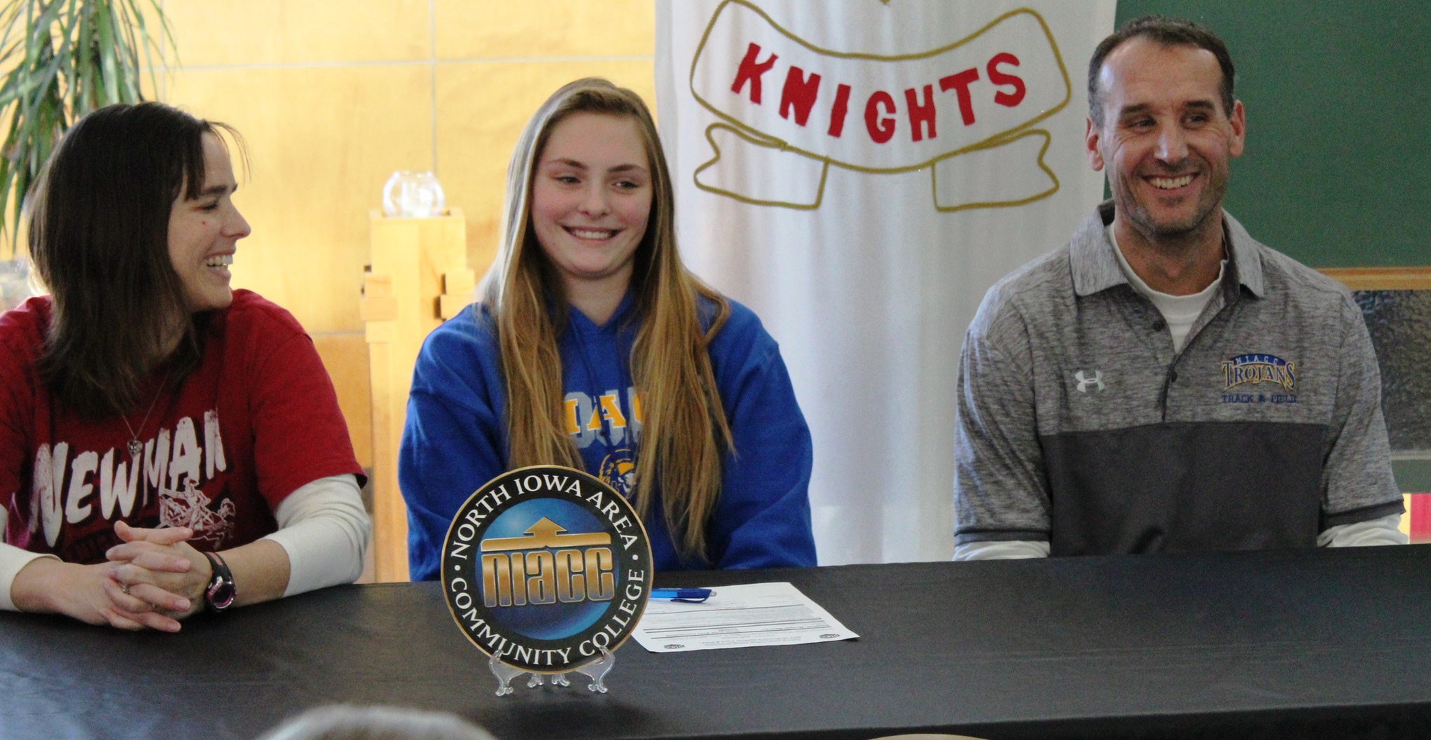 Newman's Mennen signs to run track at NIACC