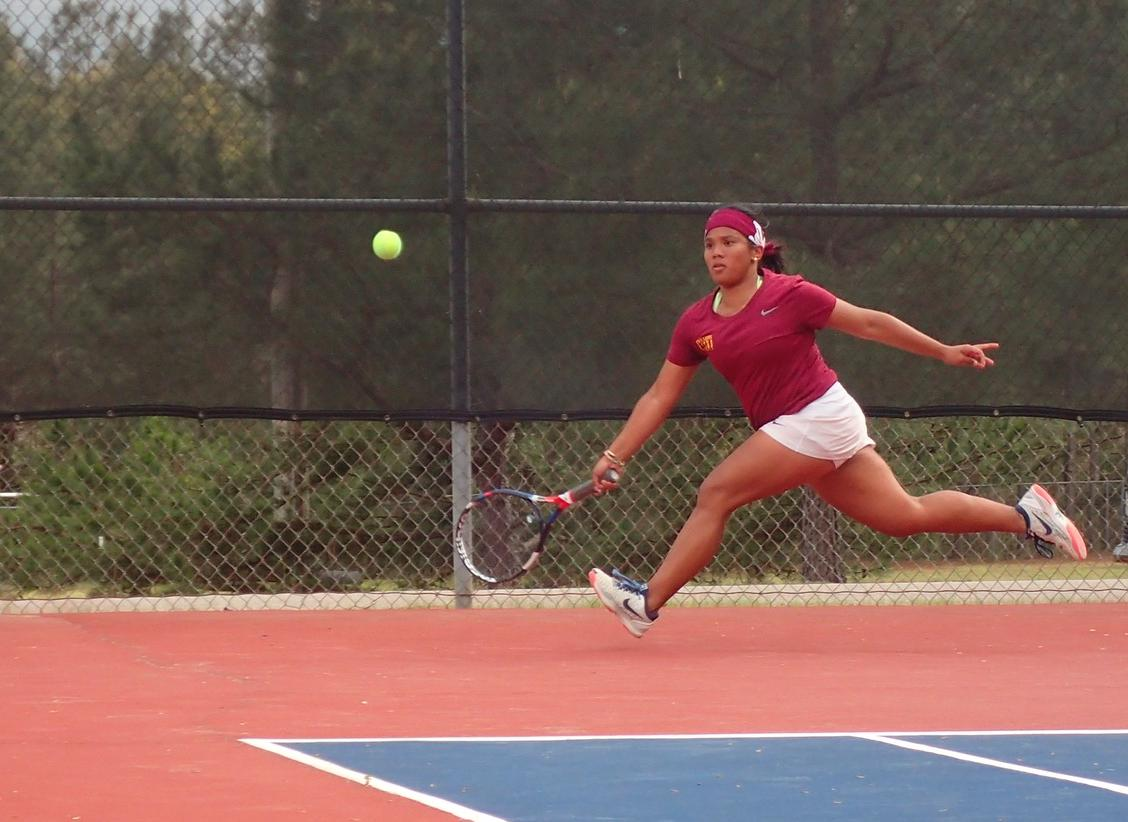 Women's Tennis Team achieves 10th straight win, now over Royals!