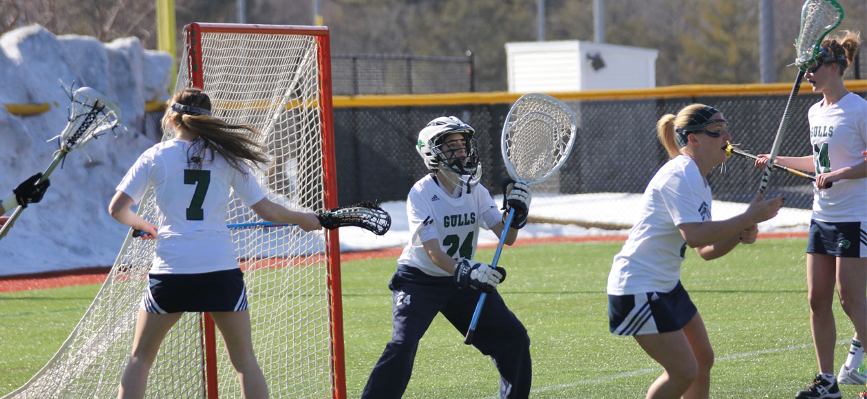 Gulls Edge UNE 14-9 with Six Point Effort from Lennon
