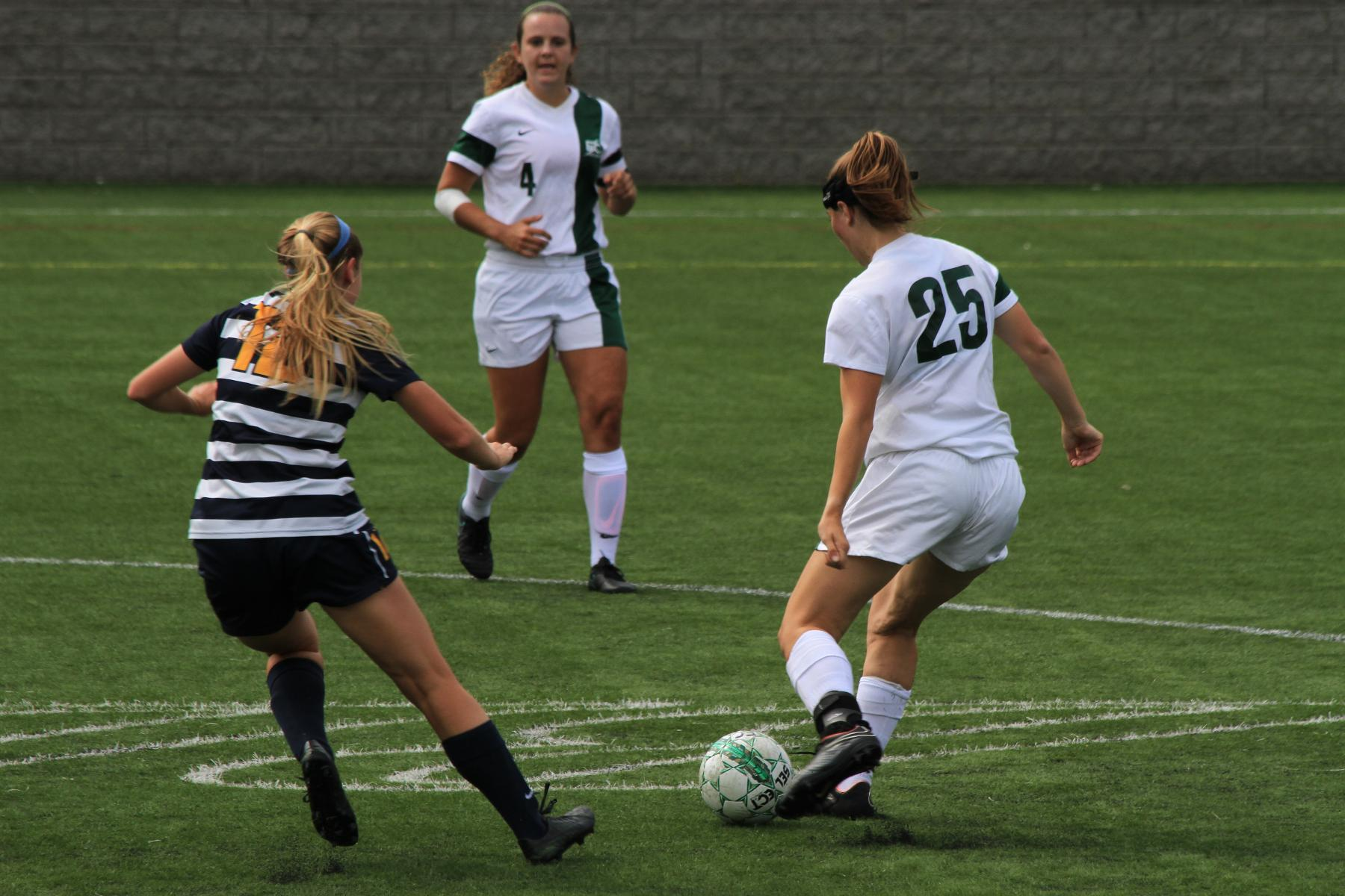 Wellesley Edges Women's Soccer, 1-0