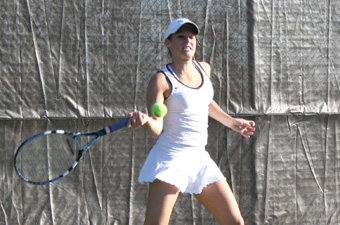 Sophomores unblemished as women's tennis downs Oneonta State, 8-1