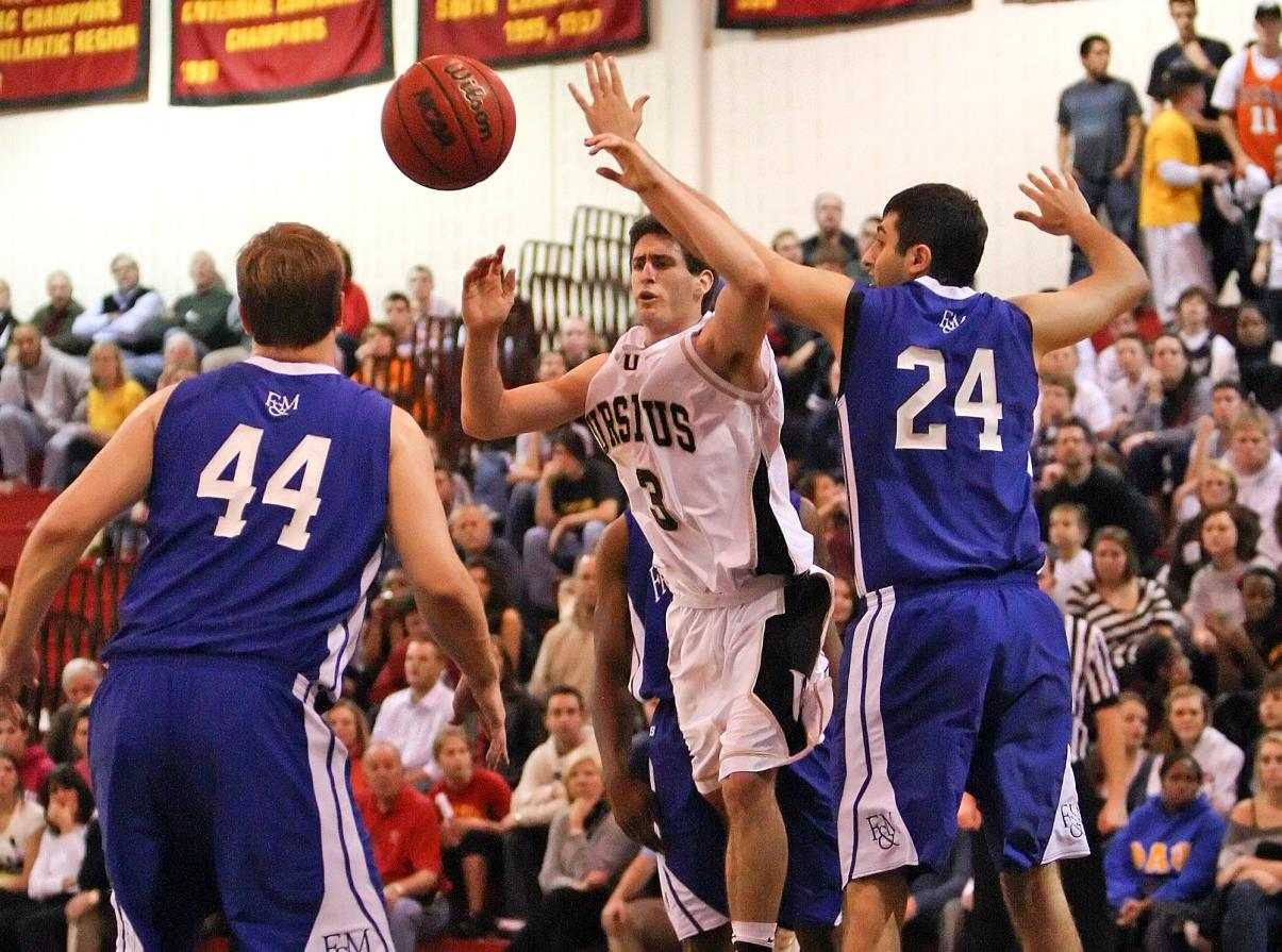 Men's Basketball downed by Washington College, 88-79