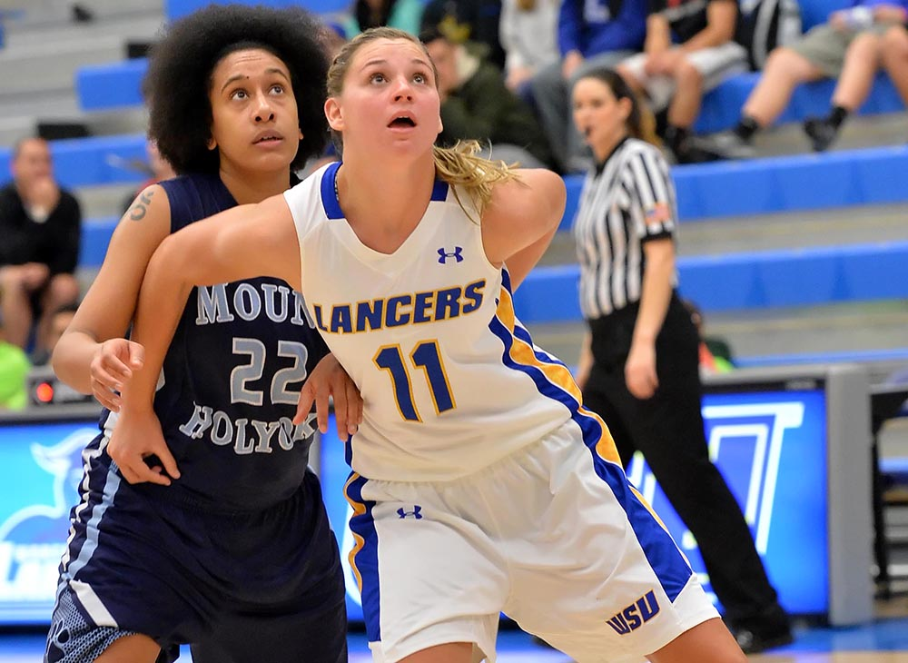 Women's Basketball Comes From Behind to Defeat Bridgewater State, 70-62
